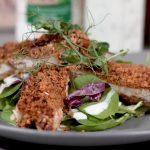 Obrok salata sa hrskavom piletinom