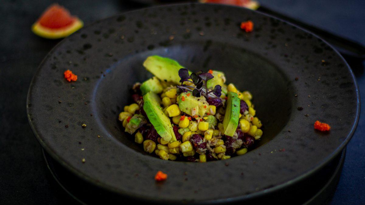 Salata od tune, povrća i voća